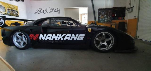 Ferrari F40 semimattschwarz mit Branding, Nankang
