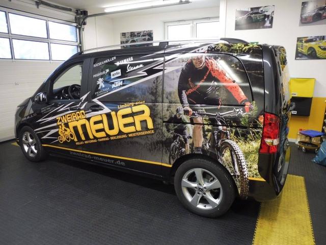 Fahrzeugbeschriftung mit Digitaldruckbereichen
