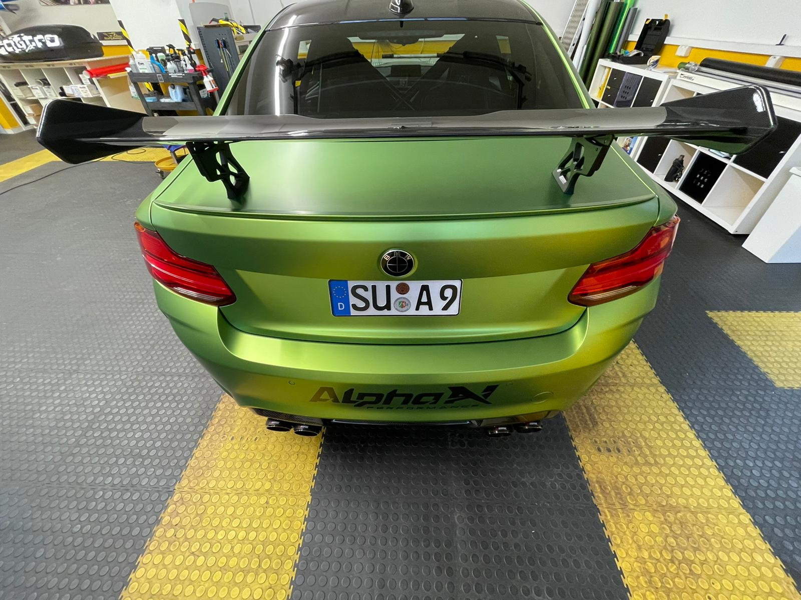 BMW M2 in Vipergreen matt von KPMF