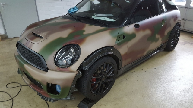 Mini Cooper im Digitaldruck Military Camouflage matt