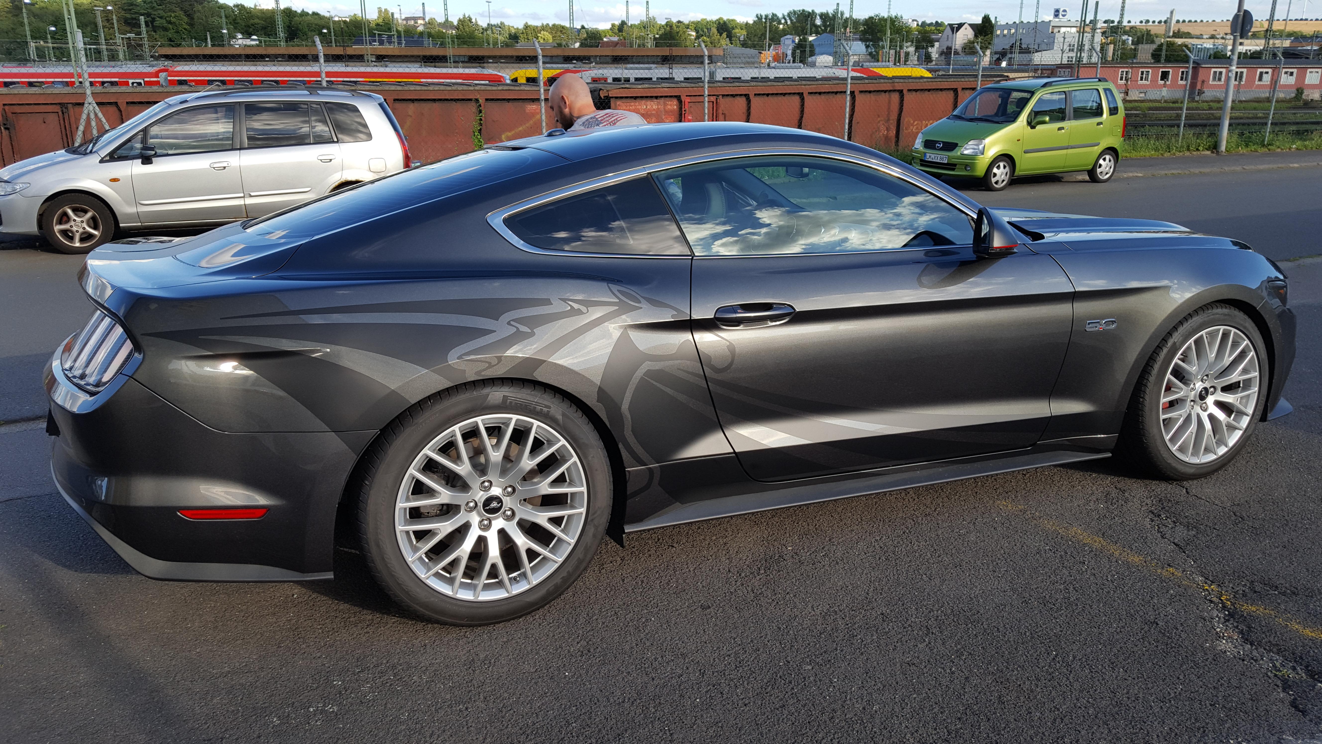 Mustang magnetic grey mit mattschwarzem Dsign