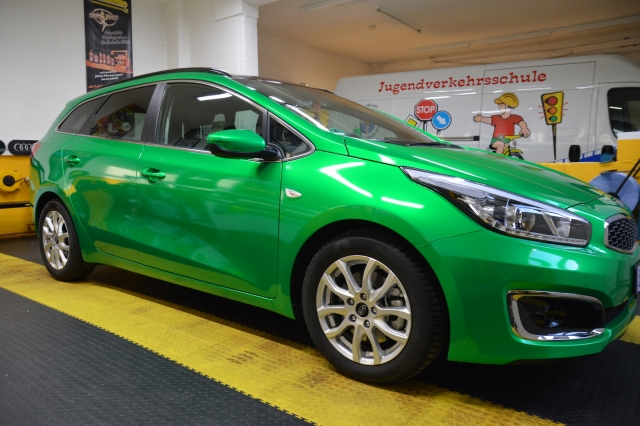 KIA Ceed in envy green von 3M